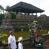 "Family at <a href=""http://en.wikipedia.org/wiki/Klungkung_Palace"">Klungkung Palace</a>"
