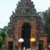 "Temple at <a href=""http://en.wikipedia.org/wiki/Klungkung_Palace"">Klungkung Palace</a>"