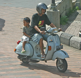 Children on motorcycles (Bali 2010)