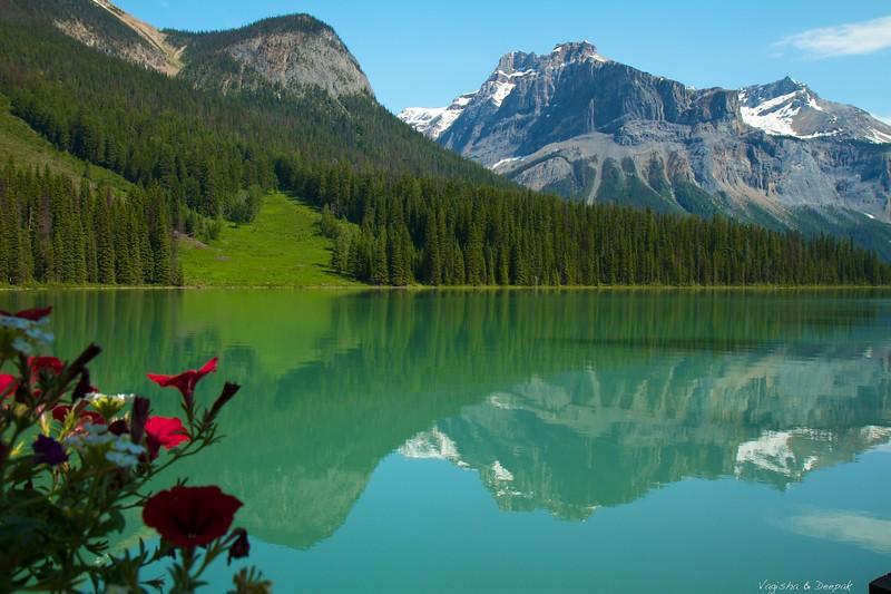 IMAGE: http://photos.deepaksingh.net/Vacation/banff2012/i-7rXPzxF/0/L/Emerald-Lake-L.jpg