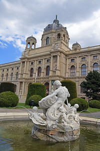 The Kunsthistorisches Museum with a pretty fountain in Maria Theresa Platz.