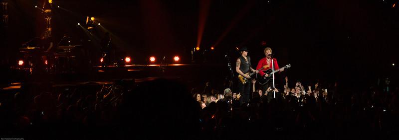 Jon Bon Jovi & Richie Sambora singing Dead or Alive