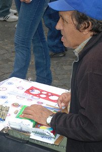 How many of these sketches can he sell in a day? - San Telmo