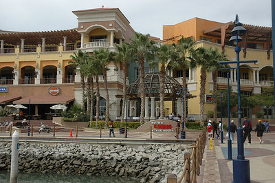 In the corner of the marina now is an american type shopping mall with lots of high dollar stores and american prices.