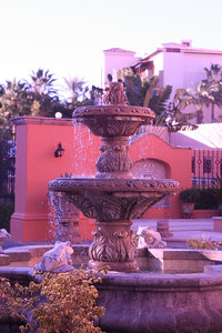 A nice fountain at a nice hotel that we did not stay at.