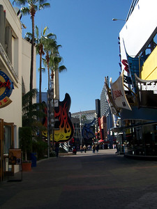 Saturday, February 11th -- We hit Universal to take advantage of their more economical sites, the free CityWalk.