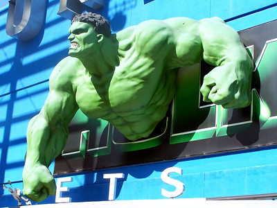Saturday, February 11th -- We hit Universal to take advantage of their more economical sites, the free CityWalk.  The Hulk tries to burst out of the movie theater.