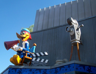 Saturday, February 11th -- We hit Universal to take advantage of their more economical sites, the free CityWalk.  Woody Woodpecker above the gift shop.