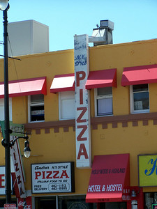 Hollywood:  NY Pizza???