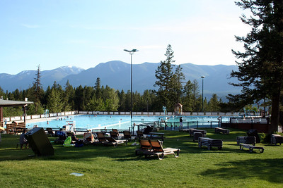 They had a really nice Hot Springs pool.  There was a larger swimming pool that had a lap pool area.  Then there was a pool that was about 12 foot deep and had a high dive. Then there was an area that was the Hot Tub area.