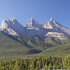 We are greeted by the Three Sisters, the symbol of the town of Canmore.
