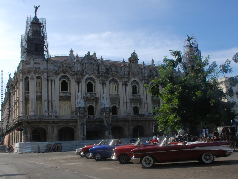 Old cars lined up near Paseo de Marti.