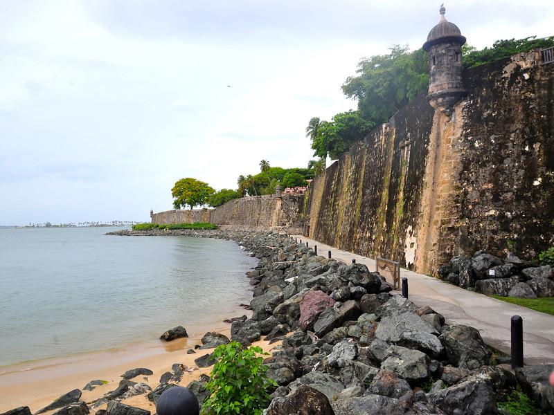Paseo del Morro outside the Castillo del San Felipe