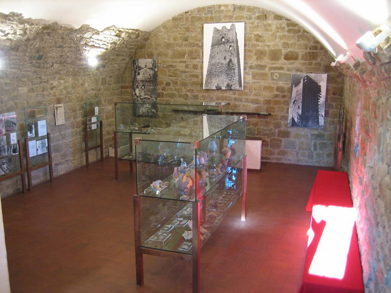 Frist two floors floor in the castle are used for exhibition. The heirs and their family still use the top 2 floors as their summer residence
