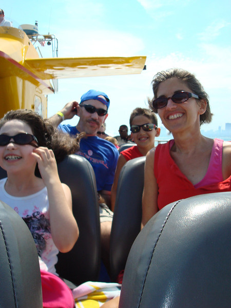 Pomerantz family lovin the speedboat!