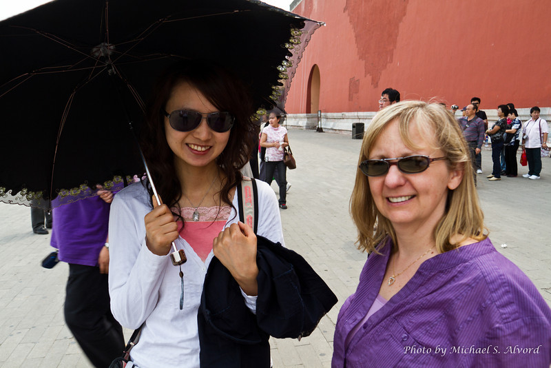 Roe and tour guide Serena. A lot of the woman used umbrellas to block the sun.