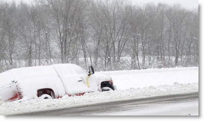 midwest-blizzard-dec-2012-stranded-truck