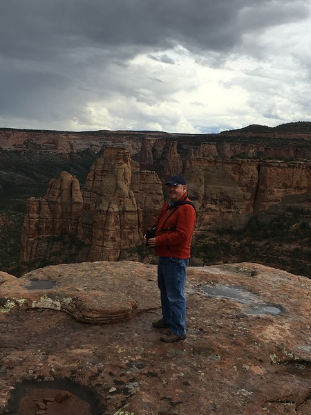 David viewing Squaw Fingers @ Colorado National Monument [Monument Canyon]