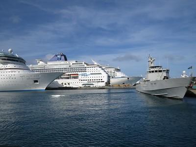 Lotsa ships