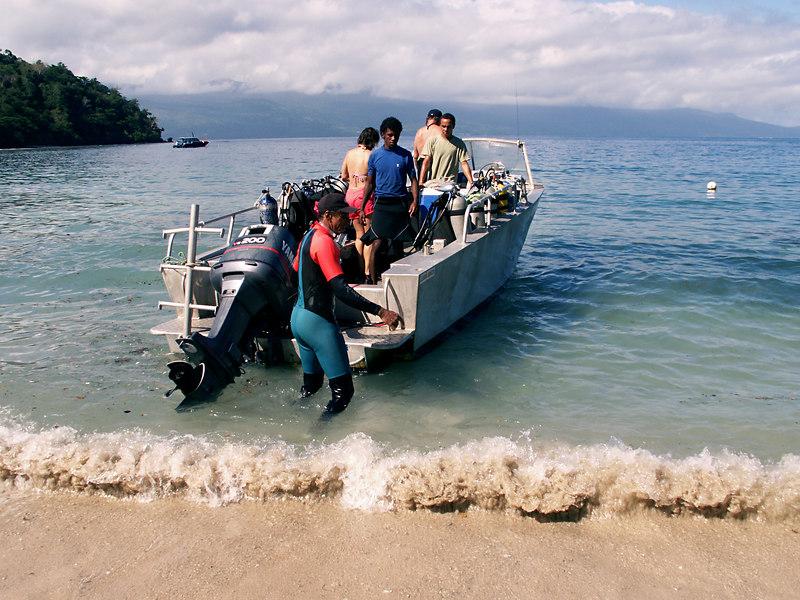 Tyrone Valentine of Tovutovu resort helps jockey the dive boat to facilitate boarding.