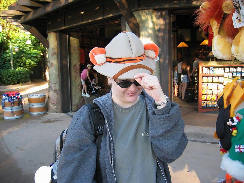 2003-10-24 01-kelly-in-tigger-hat-01