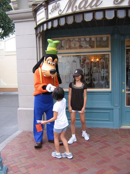 Heather and Evelyn saying hi to Goofy
