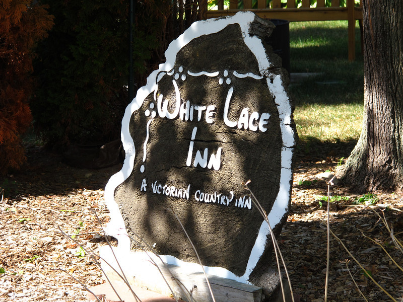 We really liked the White Lace Inn - Bonnie & Dennis were the best! Had a ball on music night!