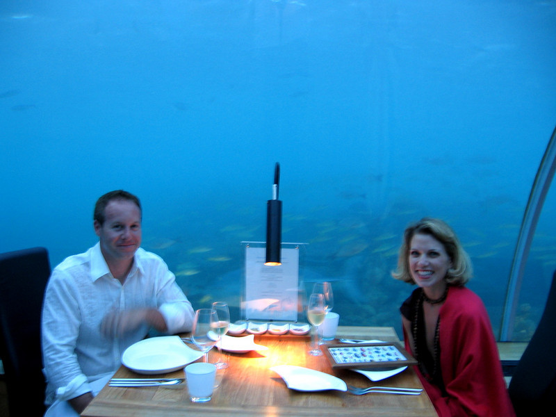 Maitre d', a seat by the reef, please.