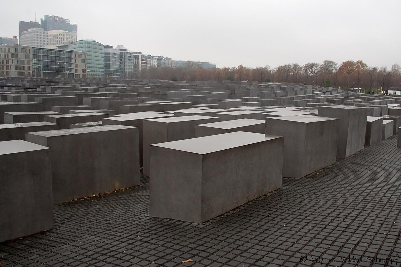 Holocaust-Denkmal <br /> (Monument ter nagedachtenis aan de  omgebrachte joden en andere slachtoffers van de nazi's tussen 1933-1945)