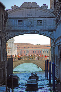 Ponte della Paglia behind the Bridge of Sighs