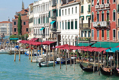 Many Boats on the Grand Canal