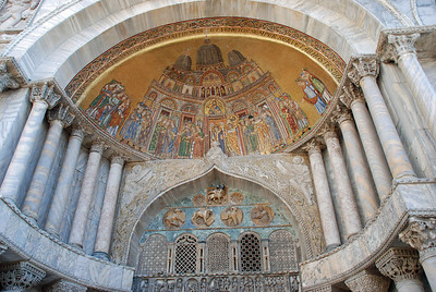 Mosaic above central doorway in Basilica San Marco