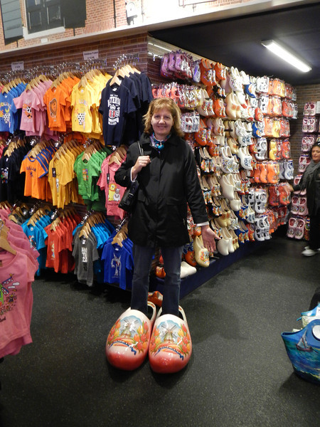 Beate tries on some Dutch clogs for kicks!