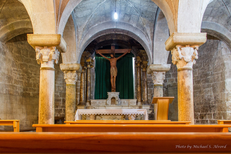 A better picture of the alter and Jesus on the cross as were we were coming back out of the catacombs.