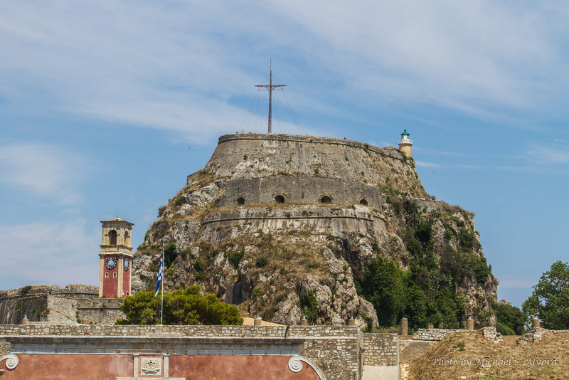 We had some time back in Corfu to walk around and do, what else, more shopping. This is the old fort.