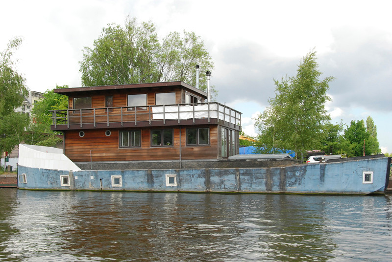 Two styles of house boats. The traditional boats like the blue one have to be taken out, scraped off and cleaned up every seven years. The concrete houses, like the brown one, are guaranteed not to leak for 70 years.