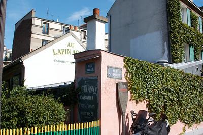 Au Lapin Agile : http://en.wikipedia.org/wiki/Lapin_Agile