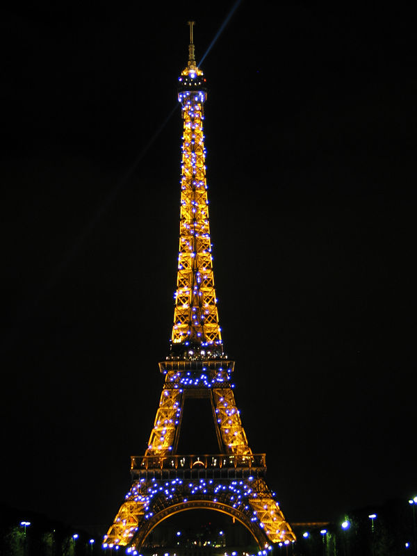 <b>At the top of every hour for 10 minutes, the tower is lit up with sparkling lights.</b>