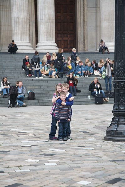 Little church mice in front of St Pauls