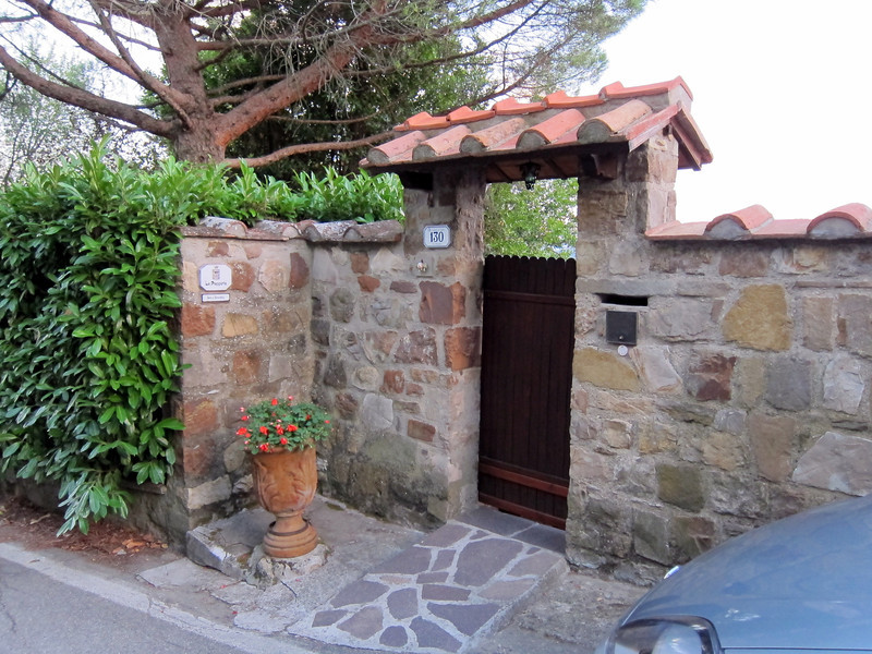 7 miles Northeast of Florence is a small village called Montisoli.  A drive down a small country road and you arrive at  our B&B La Paggeria