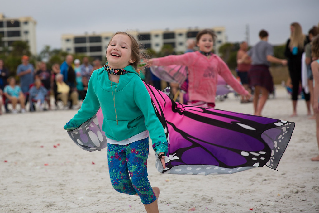 IMAGE: https://photos.smugmug.com/Vacation/Florida-2019-Siesta-Beach/i-HLb5vB6/0/606b94d4/XL/2019-02-03_SiestaBeach_239-XL.jpg