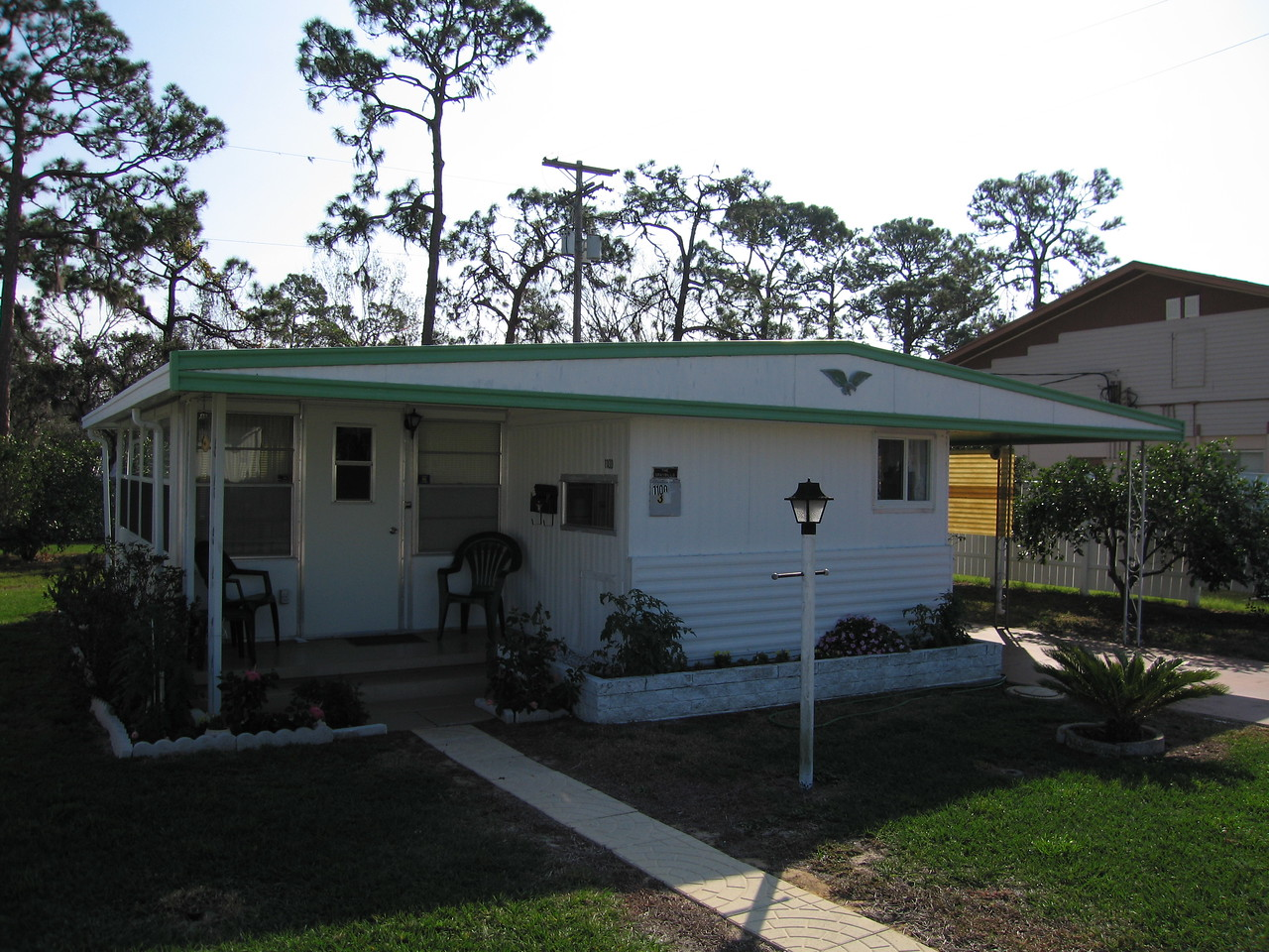 We landed in Orlando and were picked up by Mom and Harold and their friends, Paul and Carol.  This is Mom and Harold's winter home in Sebring, FL