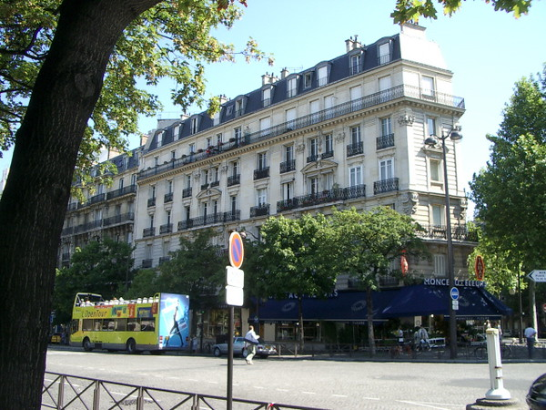 Bus tours that I took everywhere in Paris.