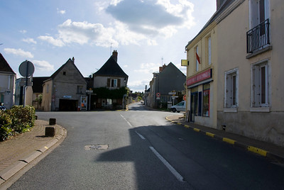 The small town of Reignac