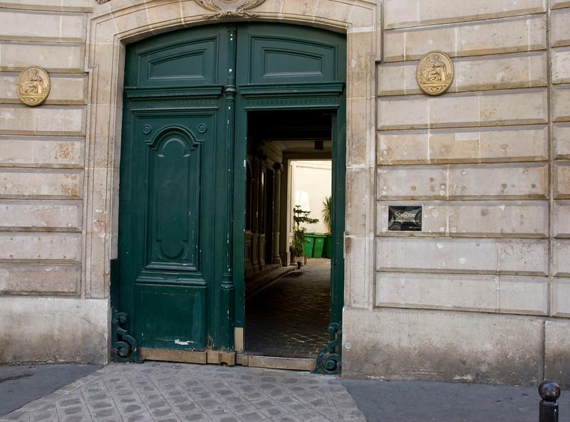 Paris has the coolest doors.