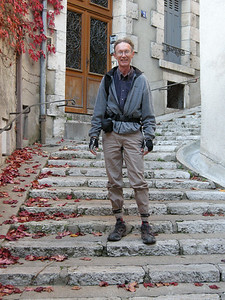 Lots of stairways in the old part of Blois. Very very human-friendly, and pleasing to be in. Something new and interesting around every corner. My pants look weirder than usual, due to my having left on my cuff-straps (used to keep pantlegs out of the bike chain.)
