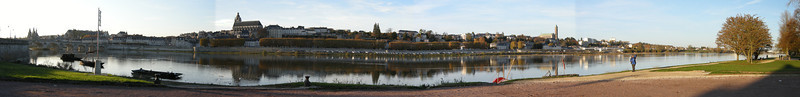 Panorama view of Blois, taken from Rive Gauche, which is in this case also the south bank.