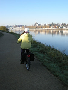 "The paths make it very convenient and quite safe & relaxing to get about ""a velo."""