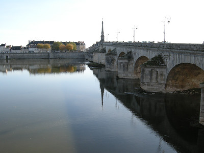 """The main and oldest """"Pont"""" (bridge) in Blois, spanning the river Loire. Photo looking south. The majority of the city is on the north bank (Rive droite, in French usage, where the direction one faces is downstream.)"""