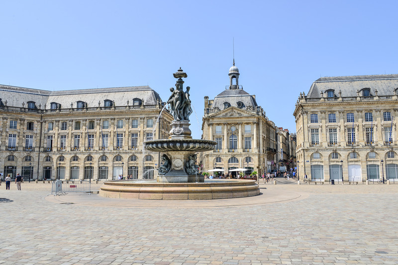 Place De La Bourse. The waterfront of Bordeaux hosts a part of the city's classical centre. On one side of the square is the C.C.I. and on the other side is the Customs Museum (Douane). The square is made even more beautiful with the Miroir d'Eau next to the river on the other side of the main road. The water is shallow enough for people to walk on and it gives a beautiful reflection of the buildings of the Place de la Bourse. Walking through the water is wonderfully refreshing during summer. Along the edge of the river, a wide boulevard is used for walkers, cyclists, roller skaters, etc. Beautiful gardens lined the walkway.